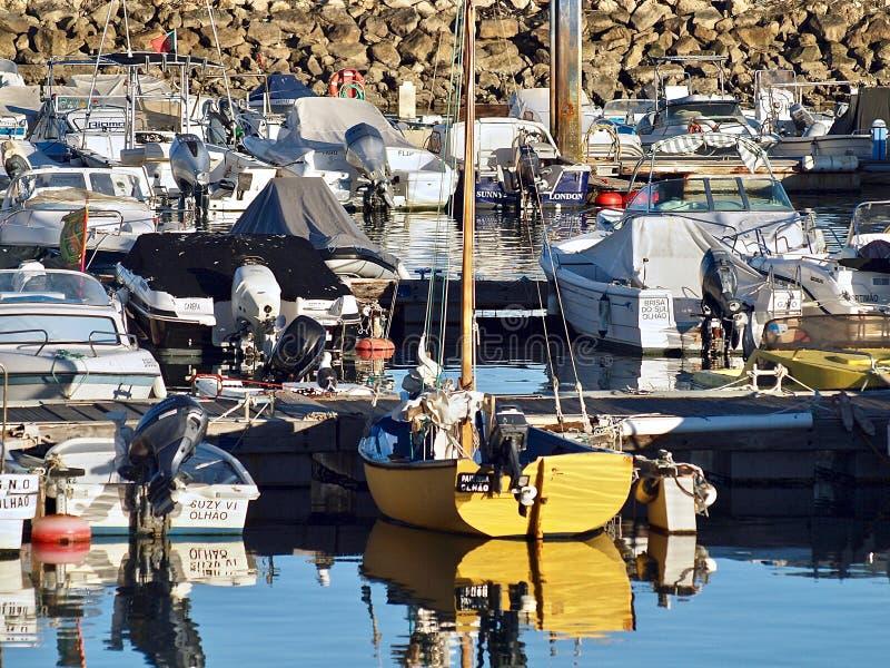 Udziały statki i łodzie w Olhao w Portugalia fotografia stock