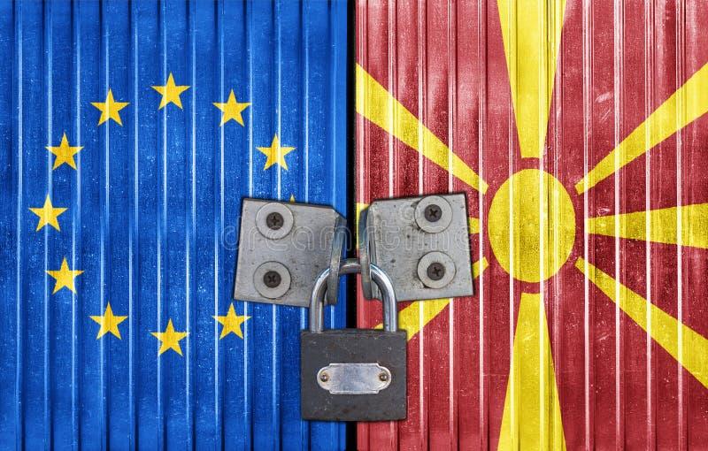 UE i Macedonia zaznaczamy na drzwi z kłódką obrazy stock