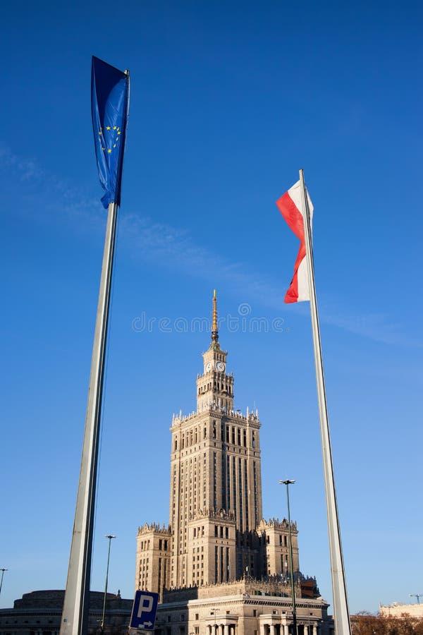 UE i Polska flagi w Warszawa zdjęcie stock