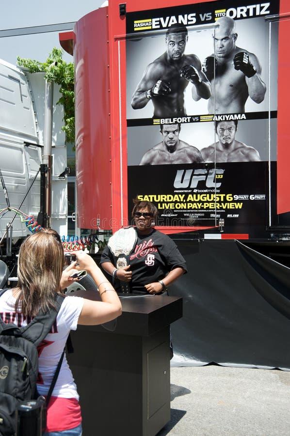 UFC kämpft Evans gegen Ortiz und Belfort gegen Akiyama stockbilder