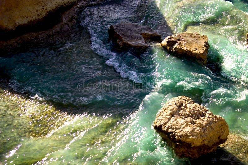 Download Ufer stockfoto. Bild von naß, wasser, fluß, flach, felsen - 32542