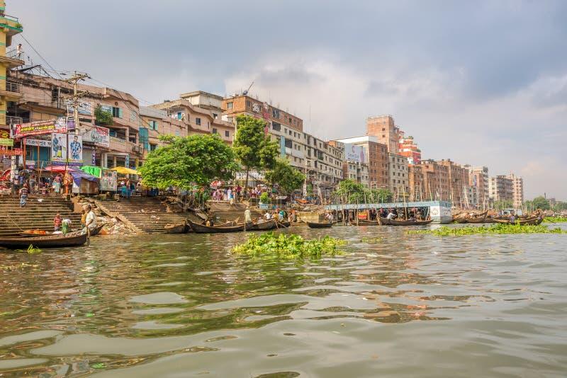Am Ufer des Buriganga-Flusses in Dhaka - Bangladesch lizenzfreie stockfotografie