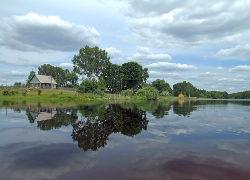 Ufer des Sees stockfotos