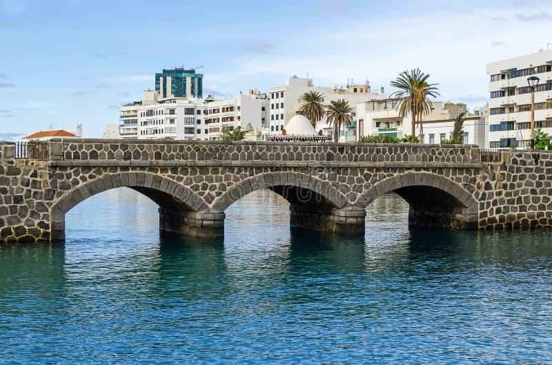 Ufergegend Avenida-La Jachthafen mit der Promenade Calle Punta de la Lagarta in Arrecife, Spanien lizenzfreies stockfoto