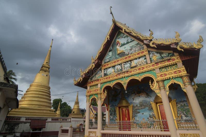 UFERGEGEND WAT BOT THAILANDS CHANTHABURI lizenzfreies stockfoto