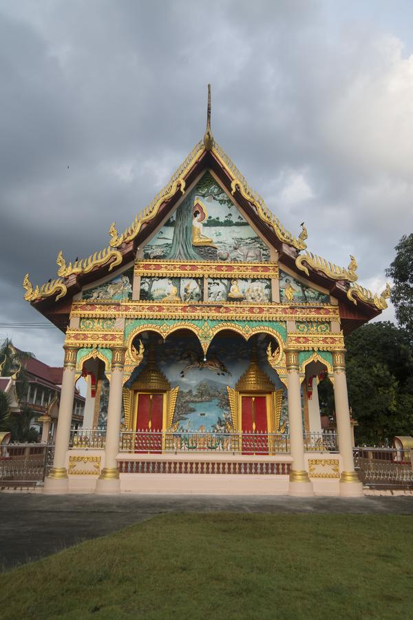 UFERGEGEND WAT BOT THAILANDS CHANTHABURI stockbild