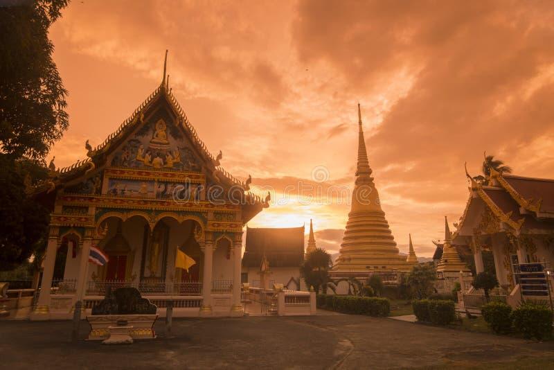 UFERGEGEND WAT BOT THAILANDS CHANTHABURI stockfotos