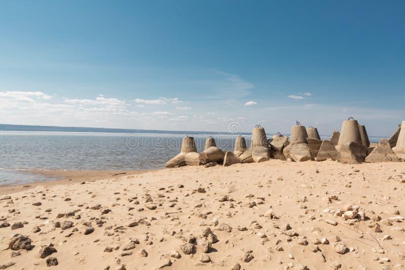 UferSchutzvorrichtungen, tetrapods stockfotos