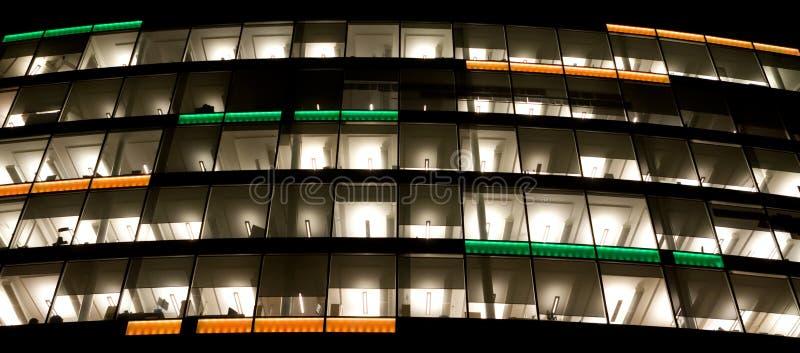 Uffici vuoti alla notte fotografie stock libere da diritti