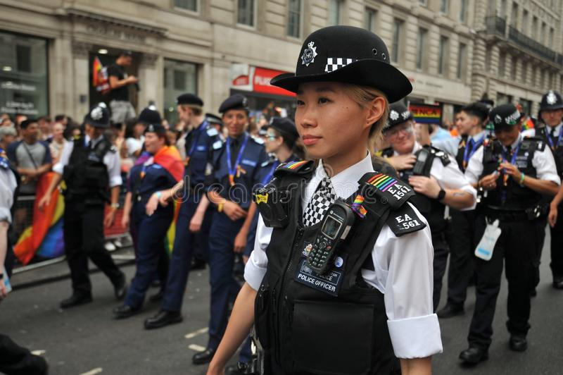 Ufficiale di polizia al gay pride a Londra, Inghilterra 2019 immagine stock libera da diritti