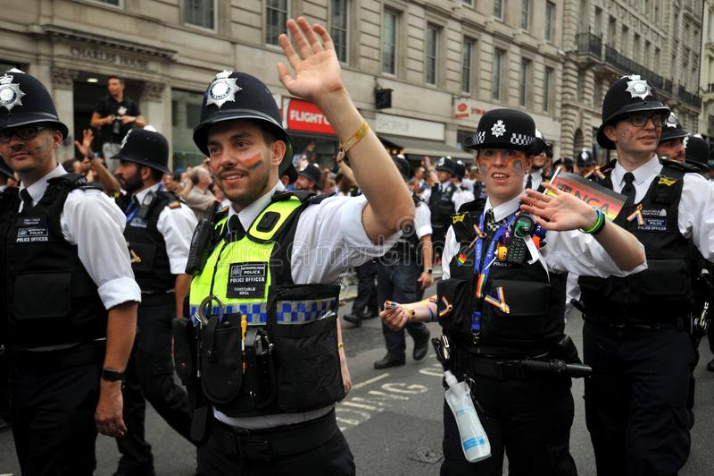 Ufficiale di polizia al gay pride a Londra, Inghilterra 2019 fotografia stock