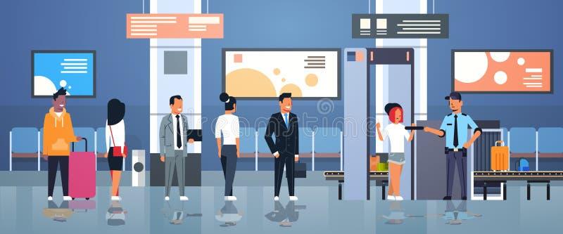 Ufficiale di polizia che controlla i passeggeri e bagagli al controllo di sicurezza aeroportuale completo dell'analizzatore del c illustrazione di stock
