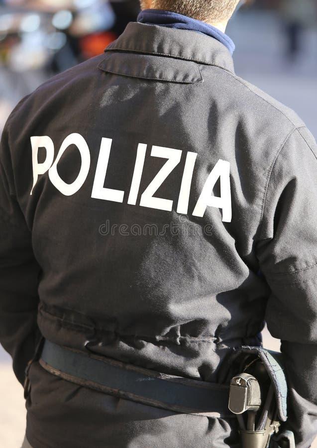 Ufficiale di polizia italiano nella squadra di anti-tumulto per patr antiterroristico immagine stock