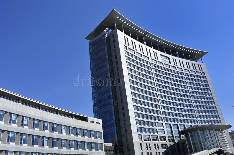 Ufficio di palazzo multipiano fotografie stock libere da diritti