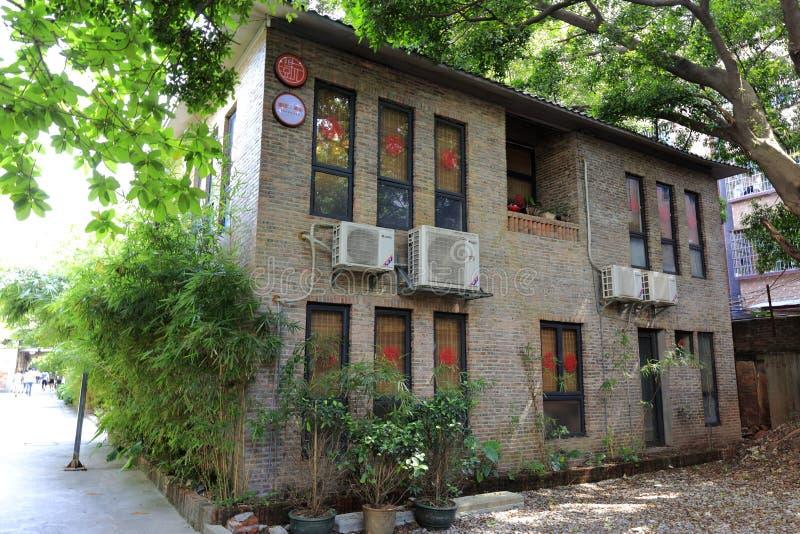 Ufficio In Giardino : Ufficio di vecchia fabbrica in giardino creativo redtory