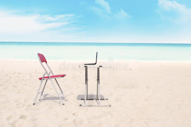 Ufficio Esterno Alla Spiaggia Fotografia Stock Immagine