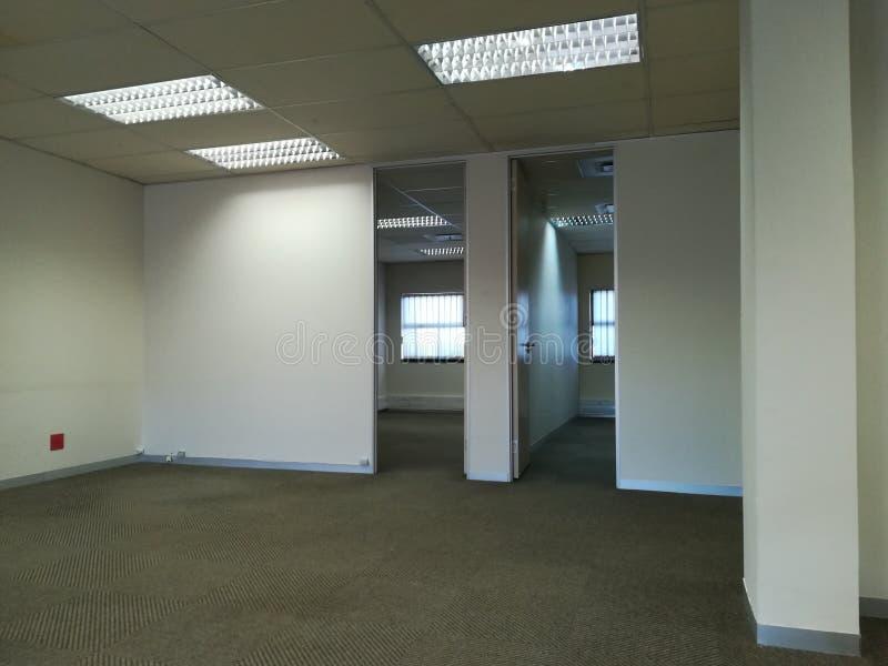 Ufficio libero o spazio ufficio abbandonato senza la gente [6] immagine stock