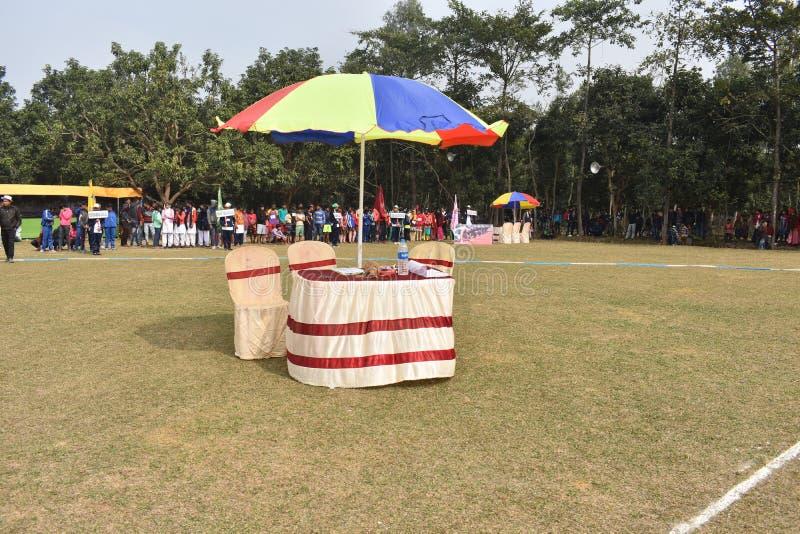 Ufficio mobile in viaggioBel banco da tè in Playground fotografia stock libera da diritti