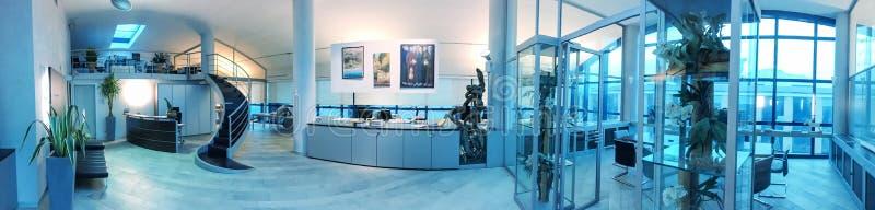 Ufficio moderno interno, vista panoramica immagine stock