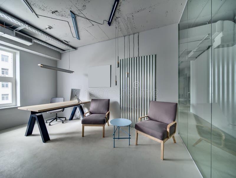 Ufficio nello stile del sottotetto immagini stock