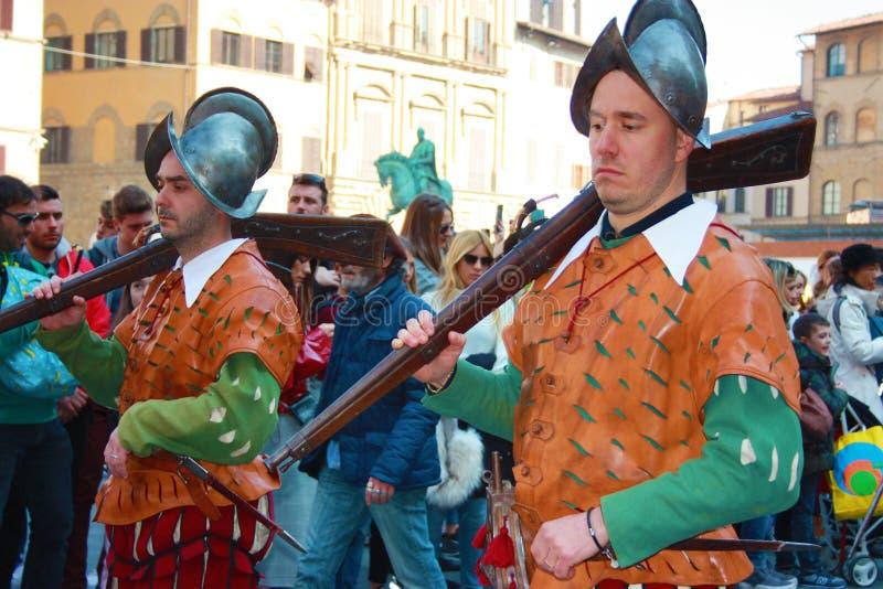 Uffizi flagga flaggan fladdrar av staden av florence arkivbild
