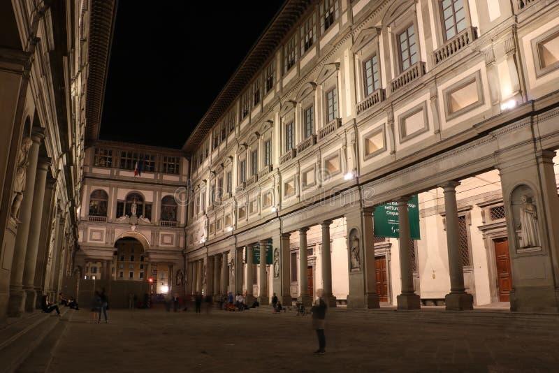 Uffizi galleri i Florence, Italien på natten arkivfoto