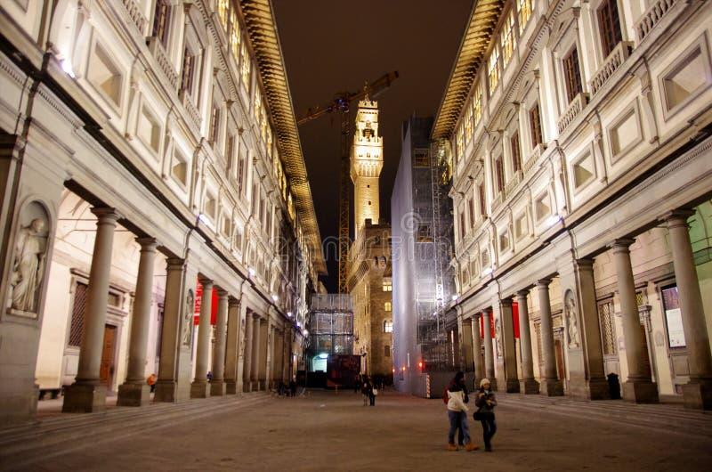 Uffizi galleri vid natt royaltyfri foto