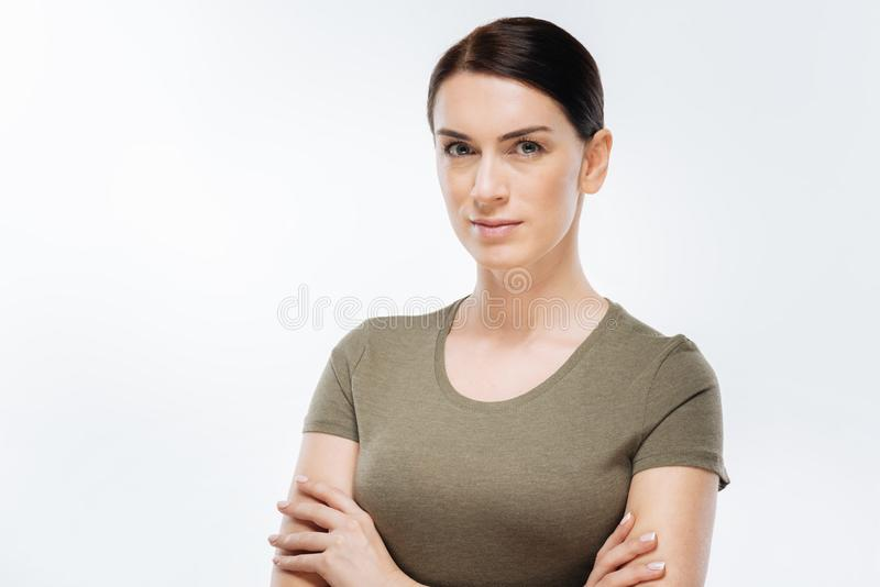 Ufna brunetki kobieta ustala postępować obrazy royalty free
