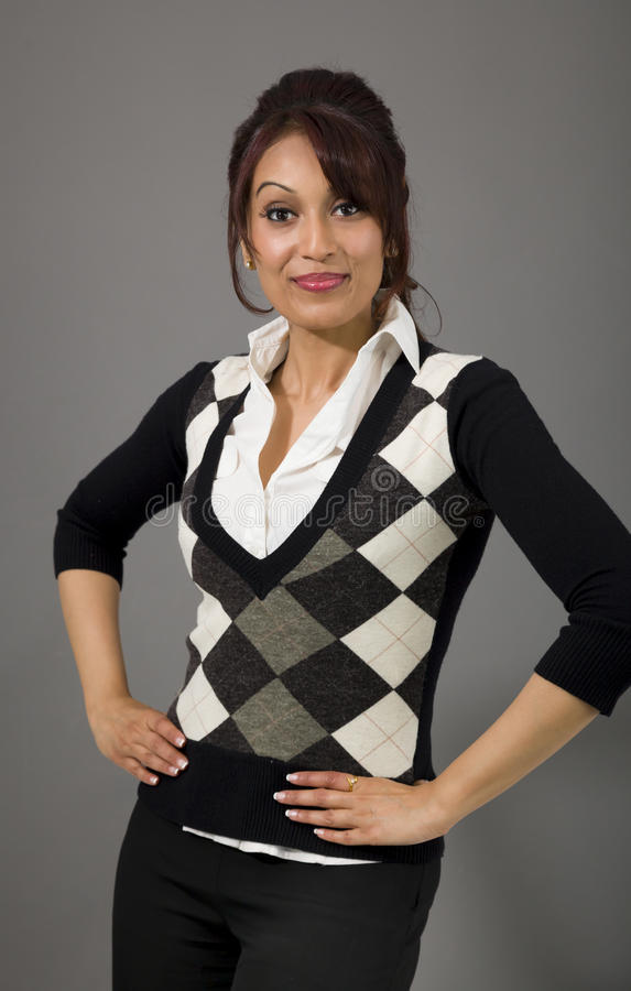 Download Ufna Indiańska Bizneswoman Pozycja Z Rękami Akimbo Zdjęcie Stock - Obraz złożonej z postawa, tylko: 41950808