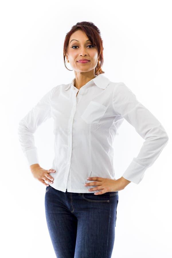 Download Ufna Indiańska Młodej Kobiety Pozycja Z Rękami Na Biodrze Obraz Stock - Obraz złożonej z etnocentryzm, pomysły: 41951391