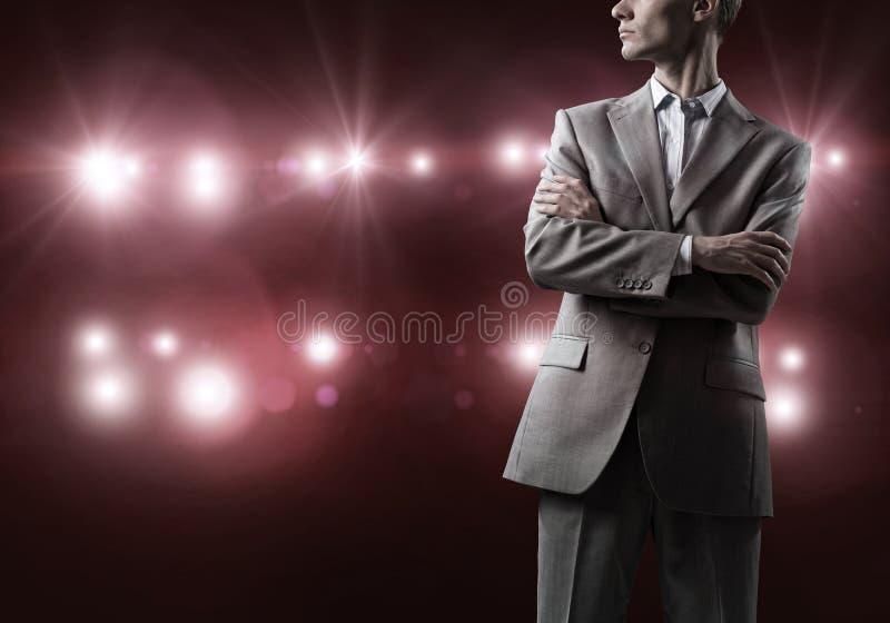 Ufny biznesmen w bokeh światłach zdjęcie stock