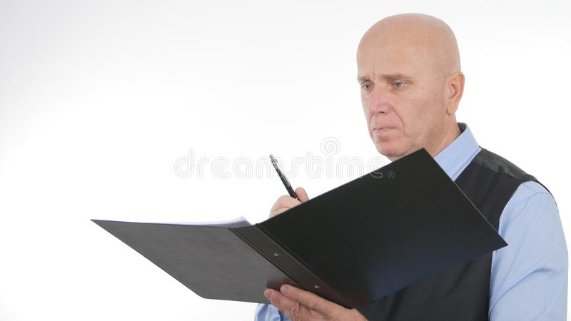 Ufny biznesmena wizerunku podpisywanie Dokumentuje I kontrakty obraz royalty free