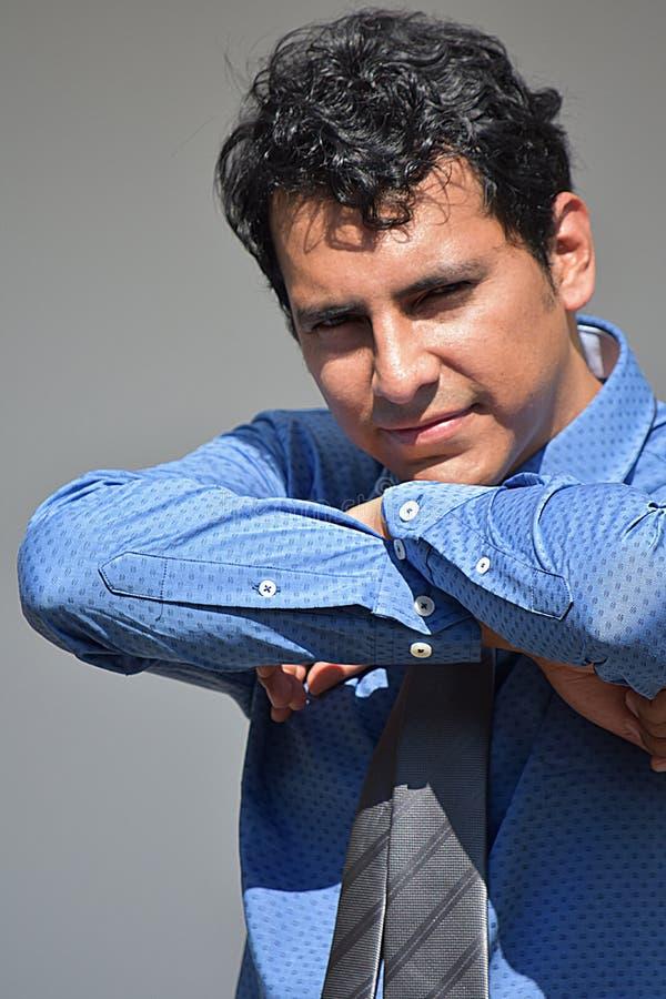 Ufny Latynoski Biznesowy mężczyzna Jest ubranym krawat zdjęcie stock