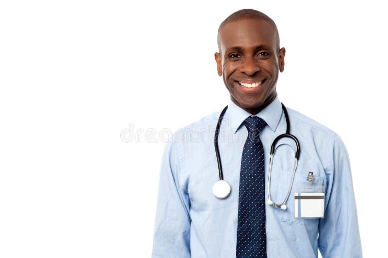 Ufny szczęśliwy lekarza pozować obrazy royalty free