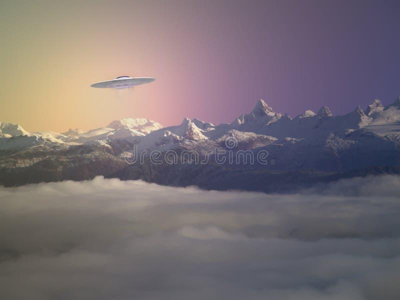 UFO sobre las montañas de Alaska en la puesta del sol imagen de archivo