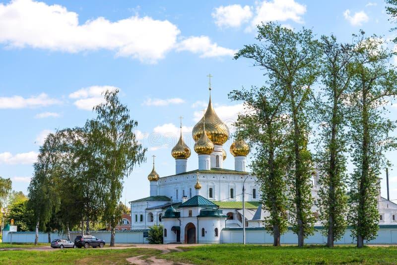 Монастырь воскресения в Uglich Золотое кольцо России Монастырь Voskresensky на летний день стоковая фотография rf