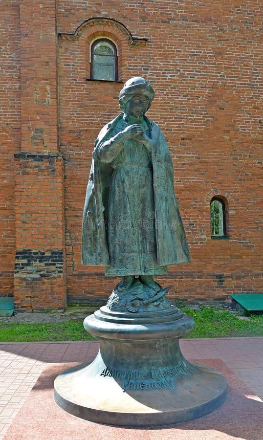 Uglich, Rusia Un monumento a Dimitrii Tsarevich asesinado en Uglich el Kremlin foto de archivo