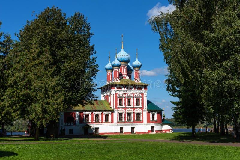 Uglich, Rusland - Augustus 11, 2018: Kerk van St Dmitry op het Bloed Mooie Orthodoxe Kerk op de banken van Volga, het Kremlin royalty-vrije stock foto