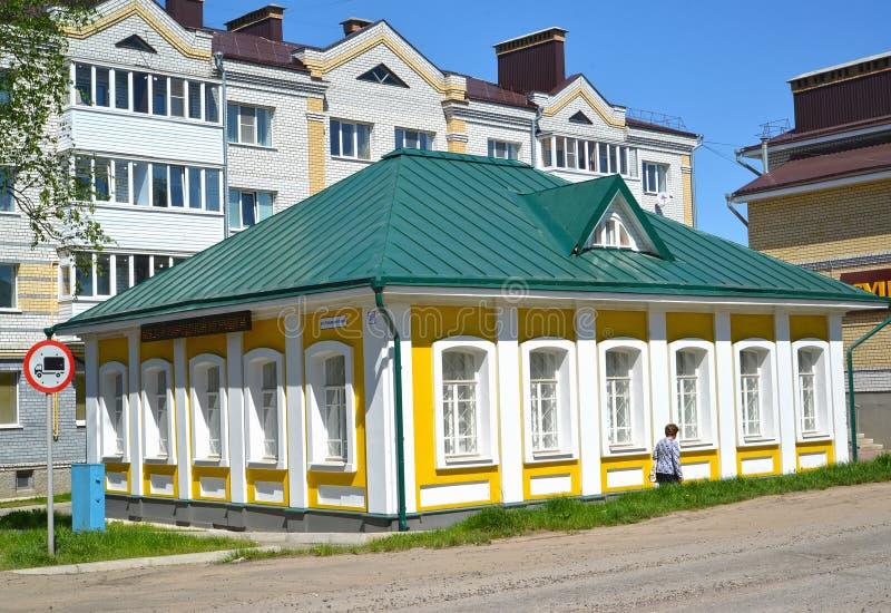 Uglich, Rusland De bouw van het Museum van een nationaal stuk speelgoed in de zomerdag royalty-vrije stock fotografie