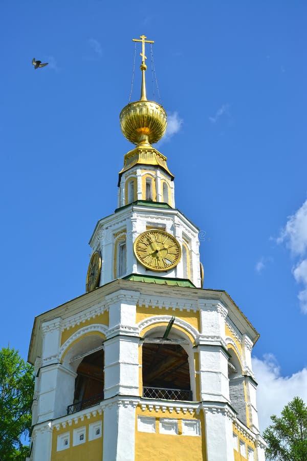 Uglich, Rusland Fragment van de klokketoren van de 18de eeuw van de Transfiguratiekathedraal Yaroslavlgebied royalty-vrije stock foto's