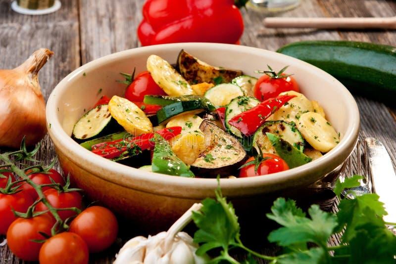 Ugn grillade grönsaker arkivfoto