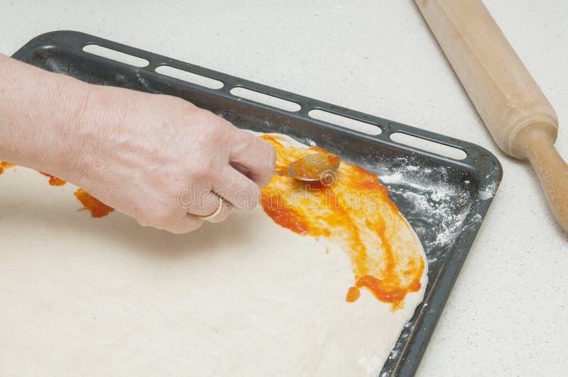 Ugniatać ciasto dla chleba zdjęcie royalty free