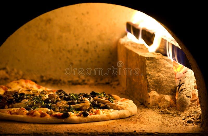 ugnspizza arkivbild