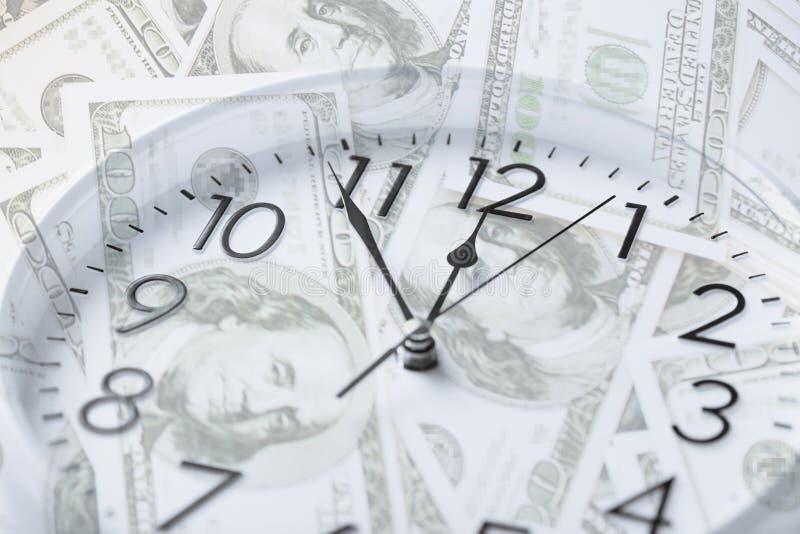 Uhr über Geld mit Doppelbelichtung stockbild