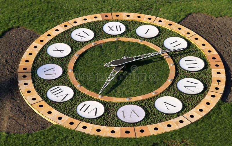 Uhr im Park stockbilder