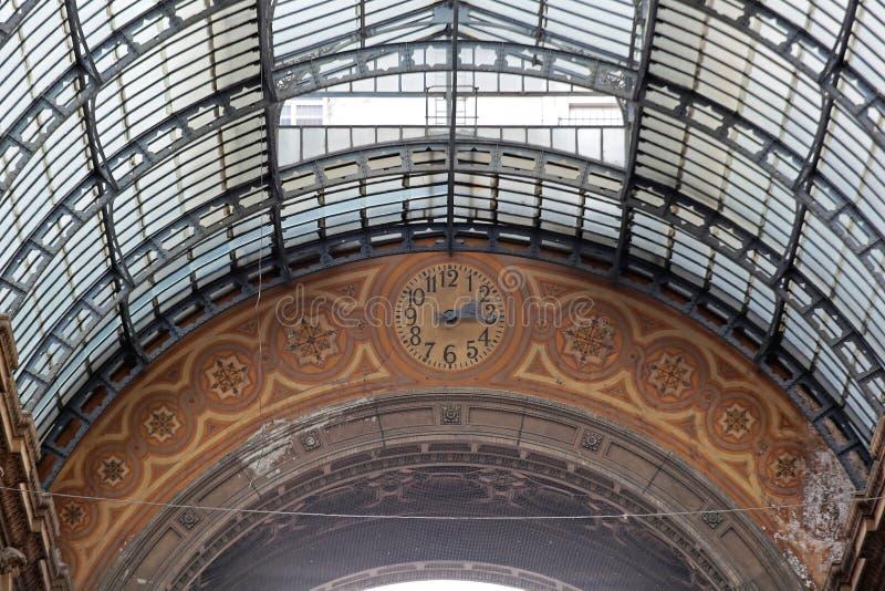 Uhr in Mailand stockfotografie