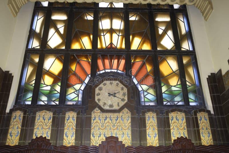 Uhr mit ungewöhnlich geformten Zahlen im Marine Building Vancouver BC Kanada stockfoto