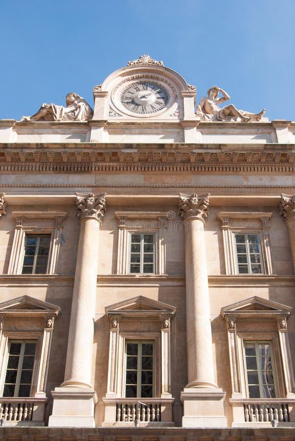 Uhr und Fassade von Santa Maria Annunciata in Camposanto stockfotografie