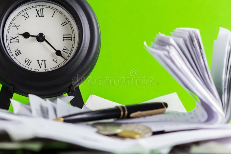 Uhr und Finanzierung lizenzfreie stockfotos