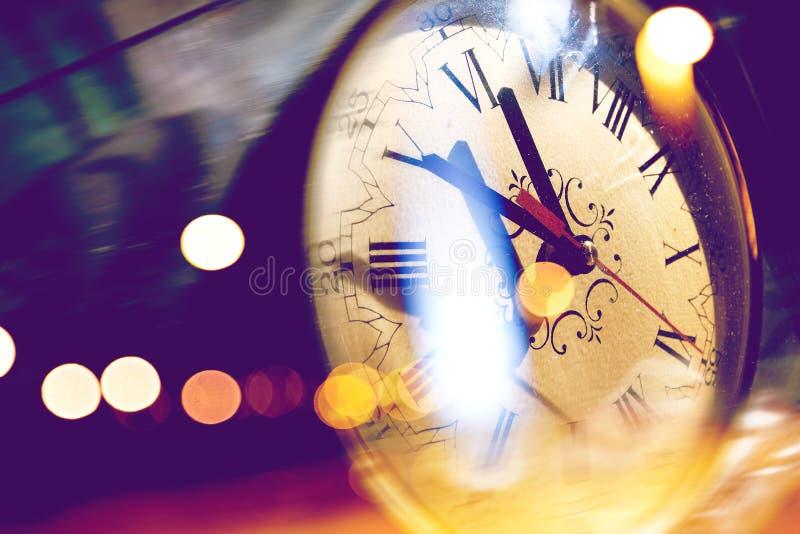 Uhrdetail- und -aufflackernlichter stockbilder